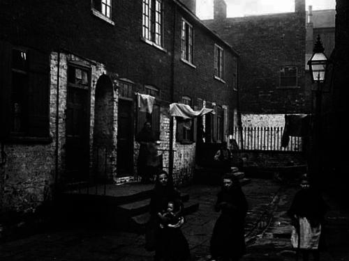 Description - Describing a Victorian Street
